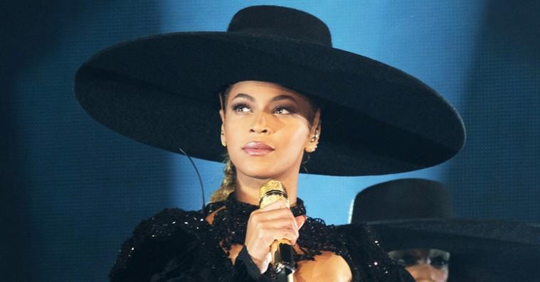 Beyoncé sætter sin bredskyggede hat til salg – auktionen slutter i aften