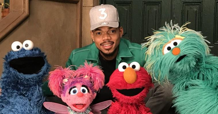 Chance the Rapper sender hyggelig hilsen til sin datter med 'Sesame Street'-dukkerne