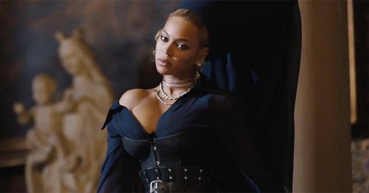 Jay-Z deler stærk video til 'Family Feud' – spækket med vold, mord og vilde gæstestjerner
