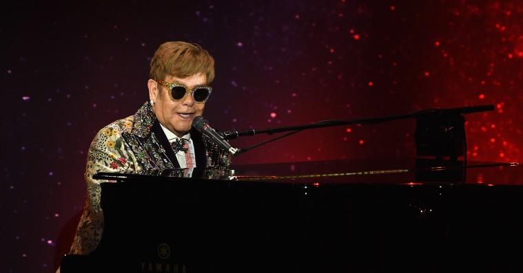Elton John giver Khalids 'Young Dumb & Broke' reggaevibes i nyt cover