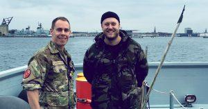Ny podcast med Jesper Ritz gør dine fordomme om Forsvaret til skamme