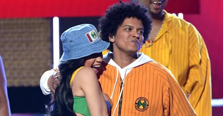 Se Cardi B og Bruno Mars give den gas på 'Finesse (Remix)' til årets Grammys
