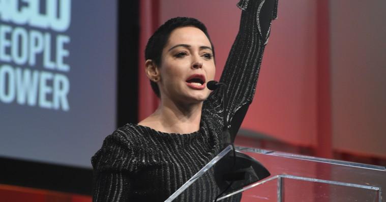 MeToo-frontløber Rose McGowan giver nye detaljer om Weinstein-voldtægt – advokaterne kalder det en »dristig løgn«