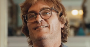 Se Joaquin Phoenix som slacker i kørestol i trailer til Gus Van Sants 'Don't Worry, He Won't Get Far On Foot'