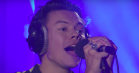 Se Harry Styles lege Rihanna i live-cover af 'Wild Thoughts'