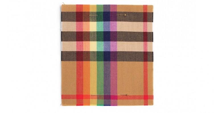 Burberrys ikoniske tern bliver regnbuefarvet