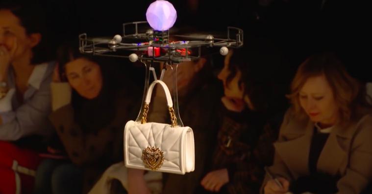 Dolce & Gabbana erstattede modeller med droner under modeugen i Milano