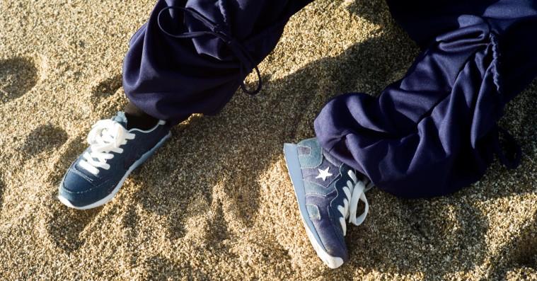 J.W. Anderson og Converse laver de perfekte sneakers til jeans og en hvid t-shirt