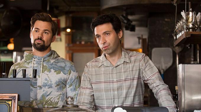11. Hvilket segment er ikke længere velkomment på Café Grumpy, efter Shoshanna hjælper Ray med at relancere caféen i 'Girls'?