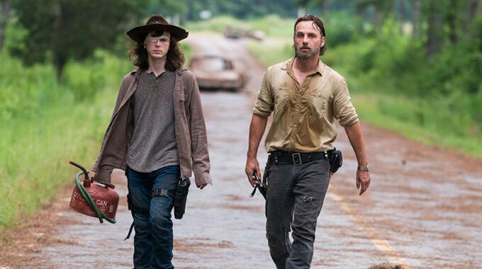 14. Hvordan dræber man en zombie i 'The Walking Dead'?