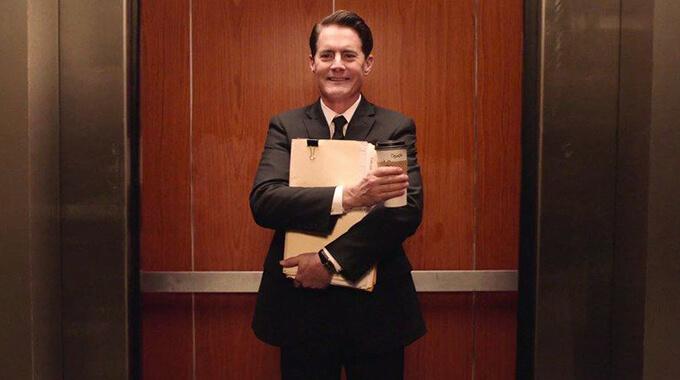 15. Hvem forsøger at hjælpe agent Cooper i 'Twin Peaks' med blandt andet tippet om at »the owls are not what they seem«?