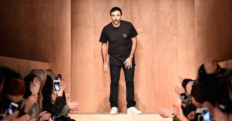 Burberry antyder ny retning ved at gøre Riccardo Tisci til ny kreativ chef