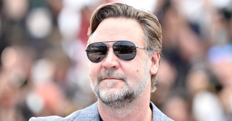 Russell Crowe bortauktionerer samlerobjekter efter skilsmisse  –blandt andet 'Gladiator'-stridsvogn og dinosaur-kranie