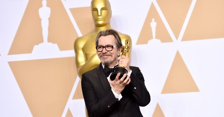 Gary Oldman vender tilbage til instruktørstolen med passionsprojekt