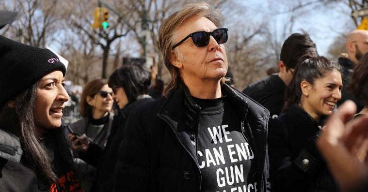 Paul McCartney mindes John Lennon ved anti-skydevåben-march – Kanye West var også på barrikaderne
