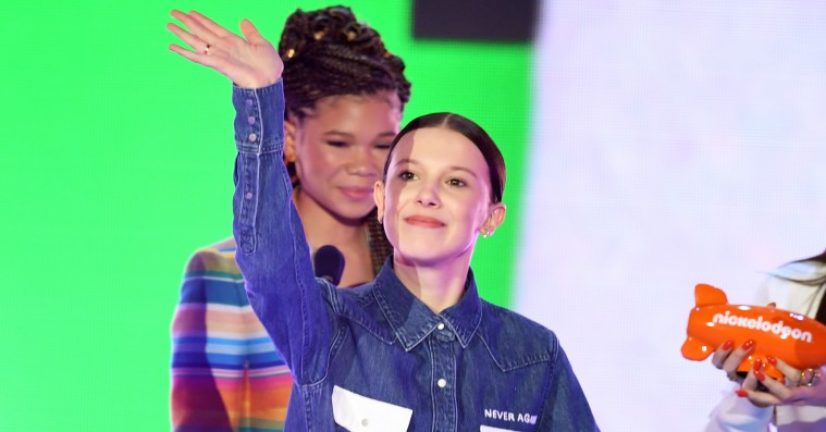 Millie Bobby Brown støttede antivåben-march med specialdesignet Calvin Klein-skjorte