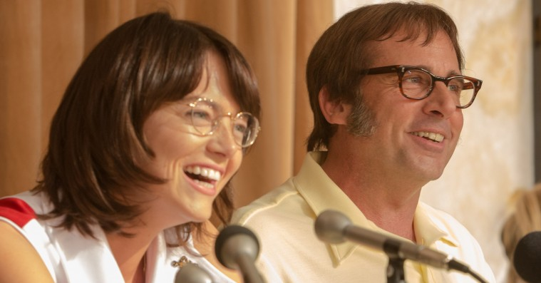 'Battle of the Sexes': Tenniskønskamp mellem Emma Stone og Steve Carrell ender i et genialt servees