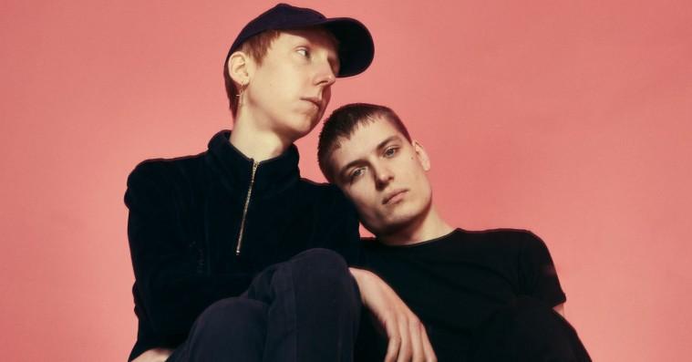 Gents' synthpop-croon er tilbage med dobbeltsinglen 'Moments'