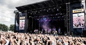 Her er syv gode grunde til at tage på NorthSide i år – fede koncerter, grøn nytænkning og glimmerwrestling