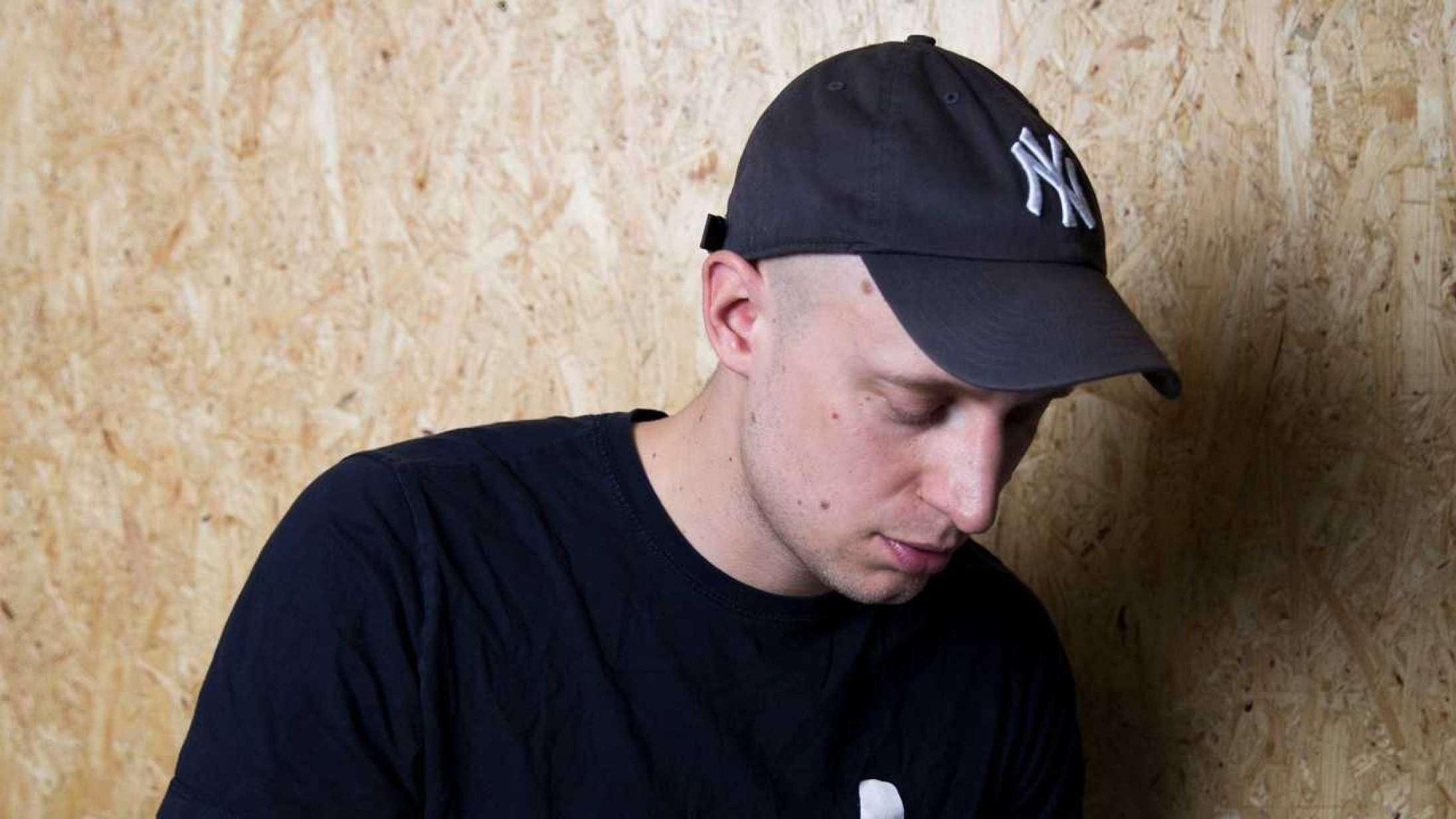 Pede B starter sit eget pladeselskab – og annoncerer konceptalbum med DJ Noize og Lydmor