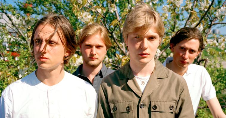 Communions bevæger sig væk fra poprocken på den stærke nye single 'Hymn'