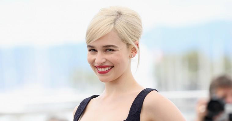 Emilia Clarke bander sig til slagkraftige budskaber om ligeløn og slutscene i 'Game of Thrones'