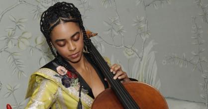 Hold øje med cellisten Kelsey Lu: Gik fra stripper til at lave musik med Florence + the Machine
