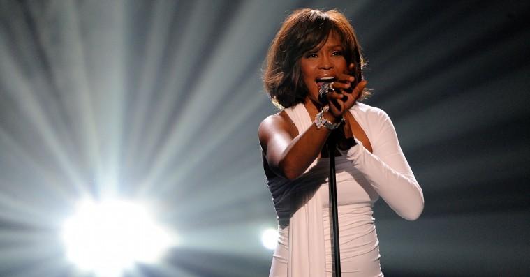 Ny Whitney Houston-dokumentar anklager kusine Dee Dee Warwick for seksuelt misbrug