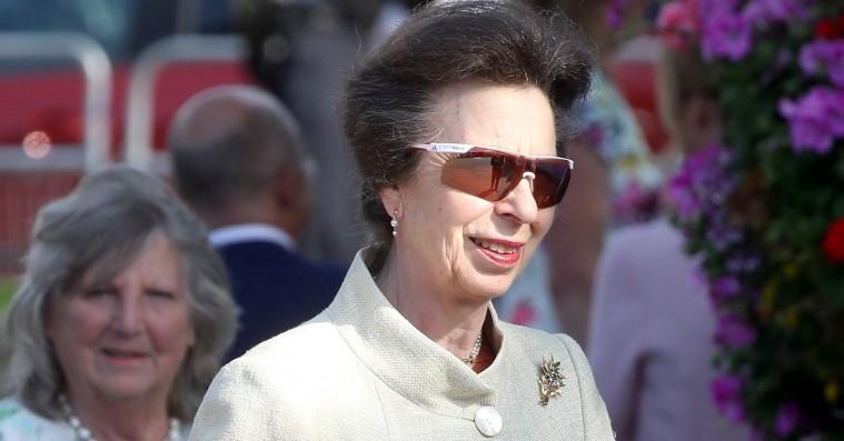 Modeverdenen tripper over Prinsesse Annes solbriller –beviser at hvis du venter længe nok, bliver du moderne