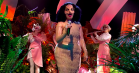 Se Björks første tv-optræden i otte år –et tropisk univers af tværfløjter og vilde kostumer