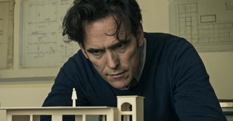 Se tre nye klip fra Lars von Triers 'The House That Jack Built' –med Uma Thurman og Riley Keough
