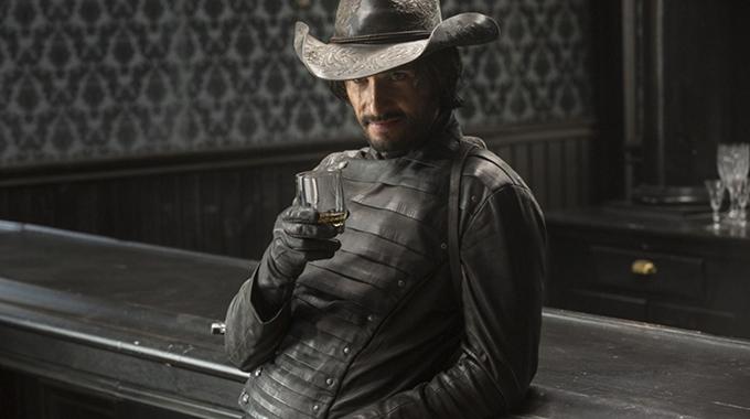 1. Du er løbet tør for penge og vil gerne have et glas whiskey i saloonen. Hvad gør du?