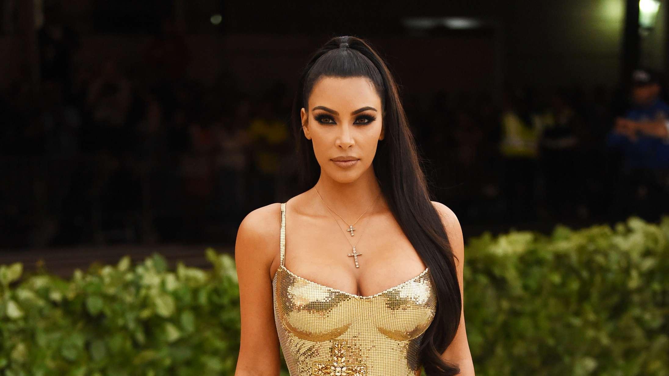 De riges coronaliv: Kim Kardashian leverer ugens meme med tonedøv luksusfest på privat ø