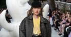 Danske Klara Kristin indtog catwalken hos Louis Vuitton – i guld-sneakers
