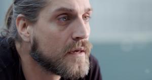 'Rudi er bange' afsnit 1: Angstramt skuespiller tvinger sig ud på skærmene i gribende ærlig dokumentarserie