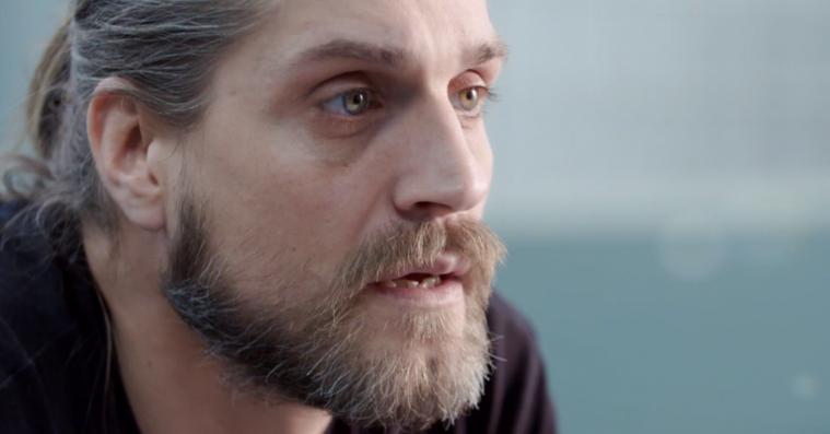 'Rudi er bange': Angstramt skuespiller tvinger sig ud på skærmene i gribende ærlig dokumentarserie