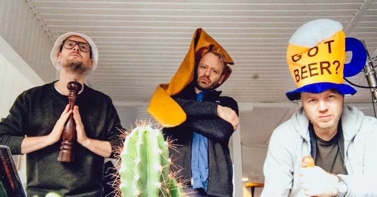 Xtra Naans lyriske krumspring mangler klare satiriske koncepter