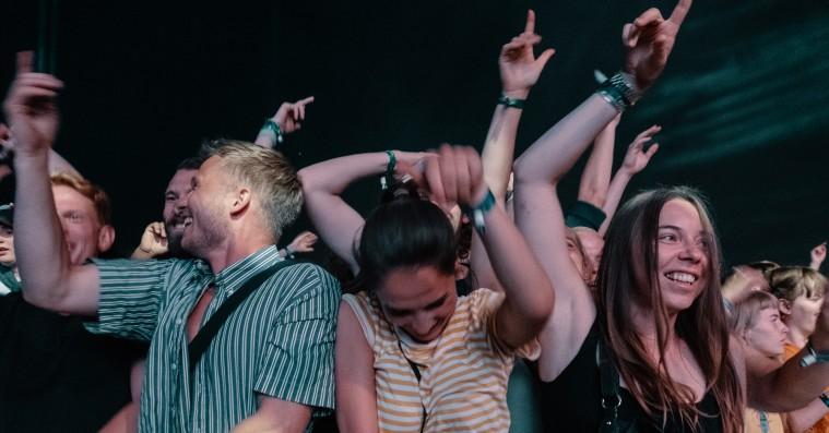 NorthSide vil stoppe snak under koncerter – uddeler hold kæft-bolsjer til publikum