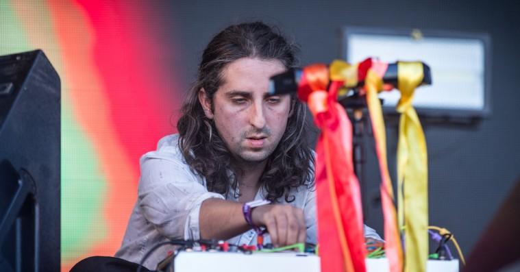 James Holden besjælede synthesizeren på Roskilde Festival