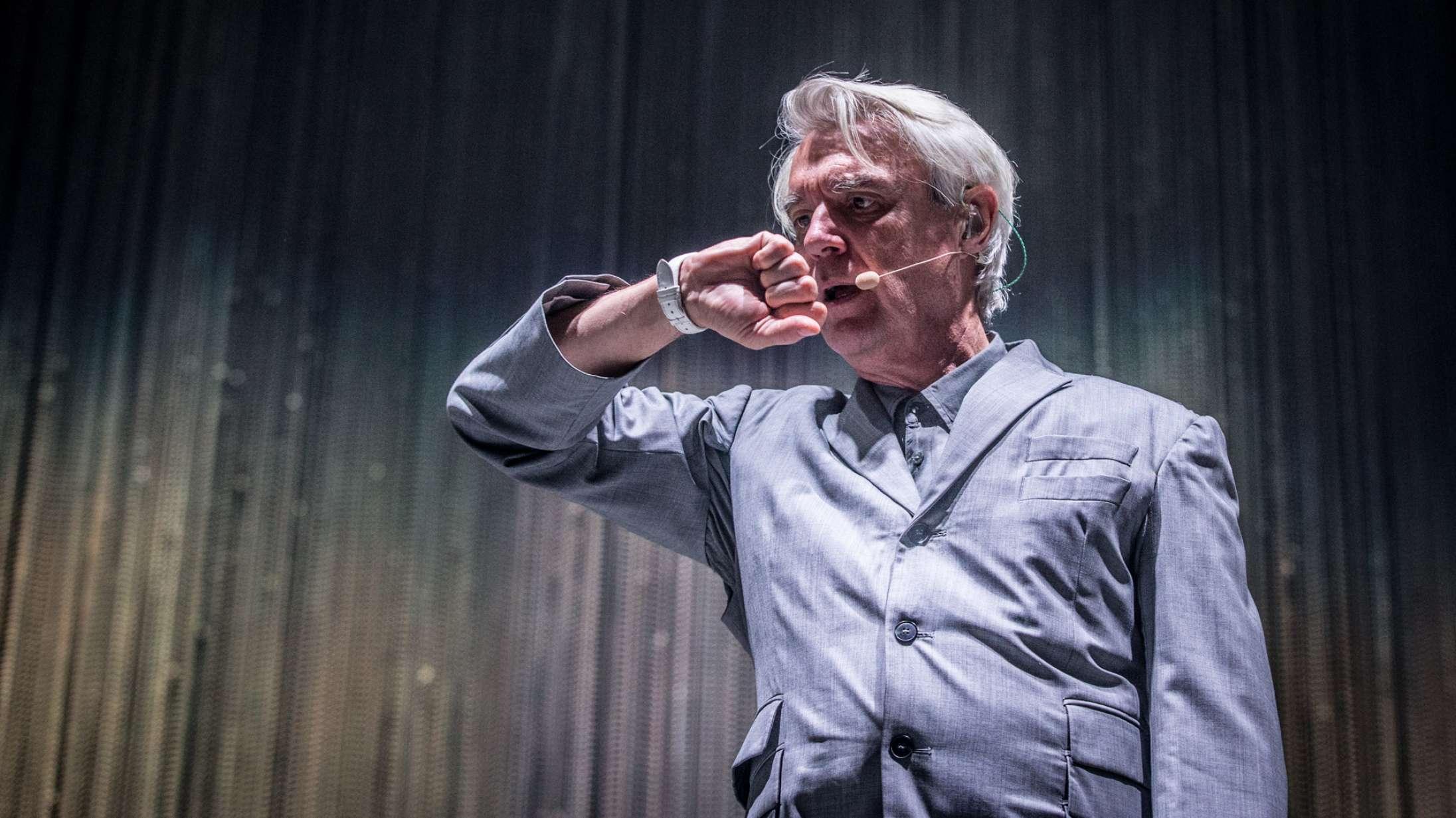 David Byrne udfordrede med succes koncertformatet på Roskilde Festival