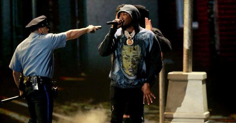 Meek Mill og Miguel spidder politibrutalitet med hård liveversion af nyt nummer: 'Stay Woke'