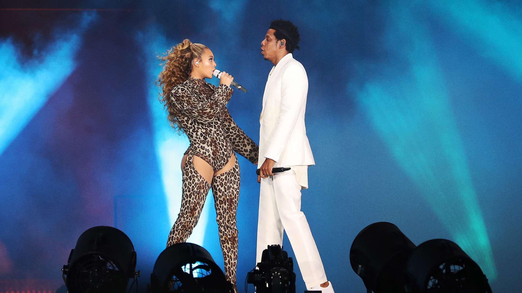 Beyoncé fejrer 20 års kærlighed med Jay-Z i ny video – og spiller cover af Audrey Hepburn-klassiker