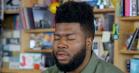 Hør Khalids følsomme stemme imponere under akustisk intimkoncert hos NPR