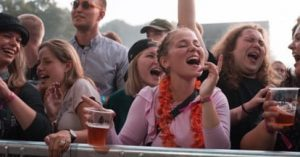 Et døgn i en festivalgængers liv: Læs den (næsten) autentiske dagbog fra Wonderfestiwall
