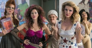 'GLOW' sæson 2: Mavepustere og 'cunt-punches' i eminent Netflix-komedie