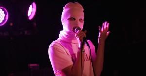 Pussy Riot idømt 15 dages fængsel efter VM-protest – slipper ny video og single