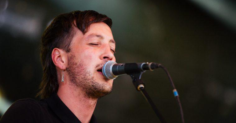 Marlon Williams imponerede med sin alsidige vokal på Roskilde Festival