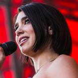 Dua Lipa var den perfekte popstjerne – men hun er endnu ikke stor nok til Orange