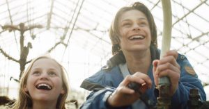 'Landet af glas': Dansk elver-fantasy adresserer fremmedfrygt, venskab og sorg