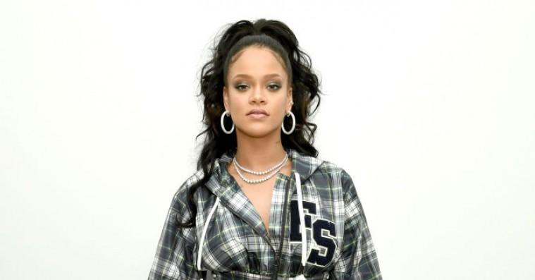Rihanna udskælder Trump efter masseskyderi i El Paso: »… det er lettere at få en AK-47 end et VISA!«